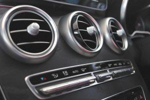 Buses de cliamtisation et chauffage dans une voiture